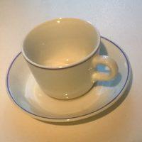 Sinireunainen kahvikuppi asetteineen, Arabia