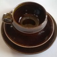 Mahonki kahvikuppi, asetti ja leipälautanen. Arabia